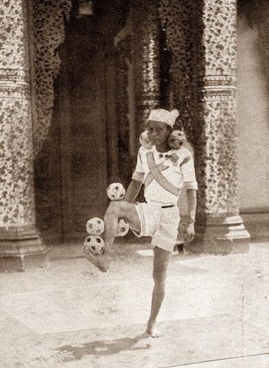 burmese juggler Maung Law Paw